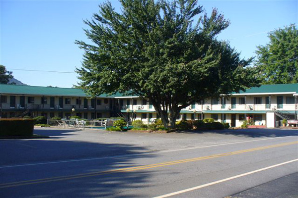 Motel - Stay at our scenic motel or RV campground in Bryson City, North Carolina, for your next vacation spot.