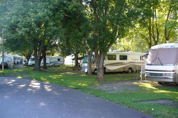RV Campground - Stay at our scenic motel or RV campground in Bryson City, North Carolina, for your next vacation spot.